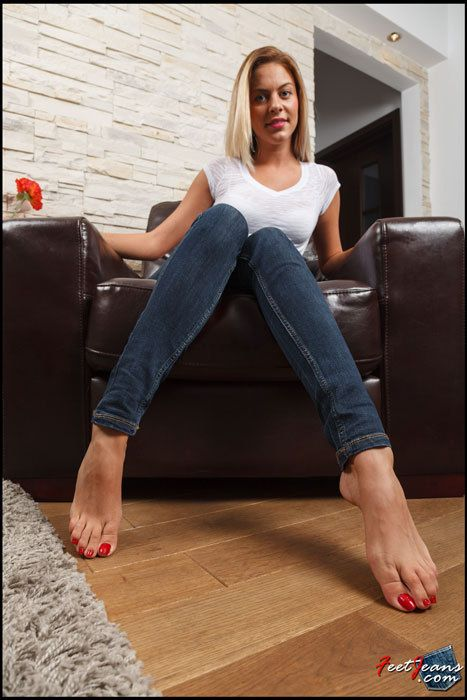 Pin On Girls Feet Toes High Arches And Beautiful Foot
