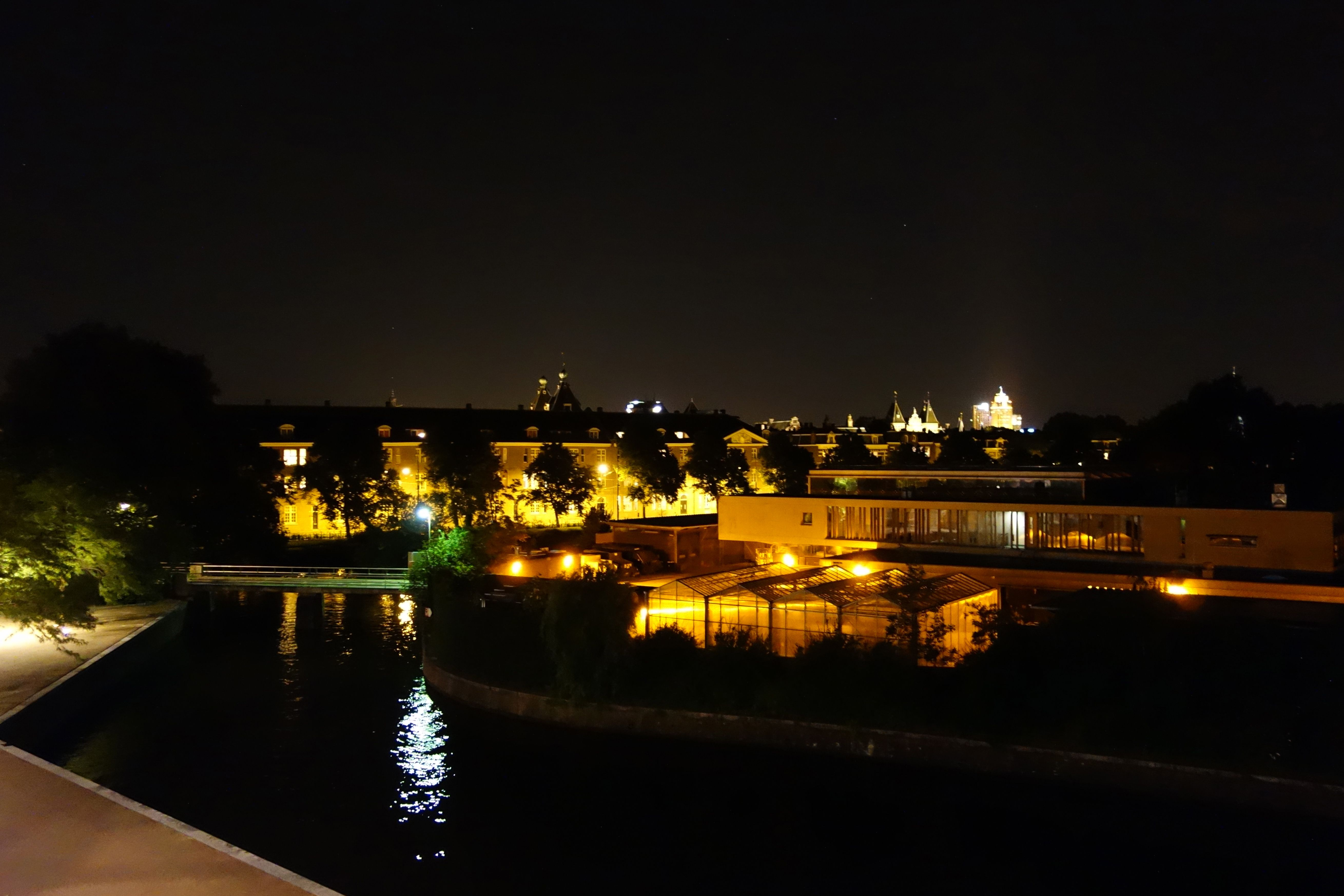Nachtshot, uitzicht op de Sarphatistraat.