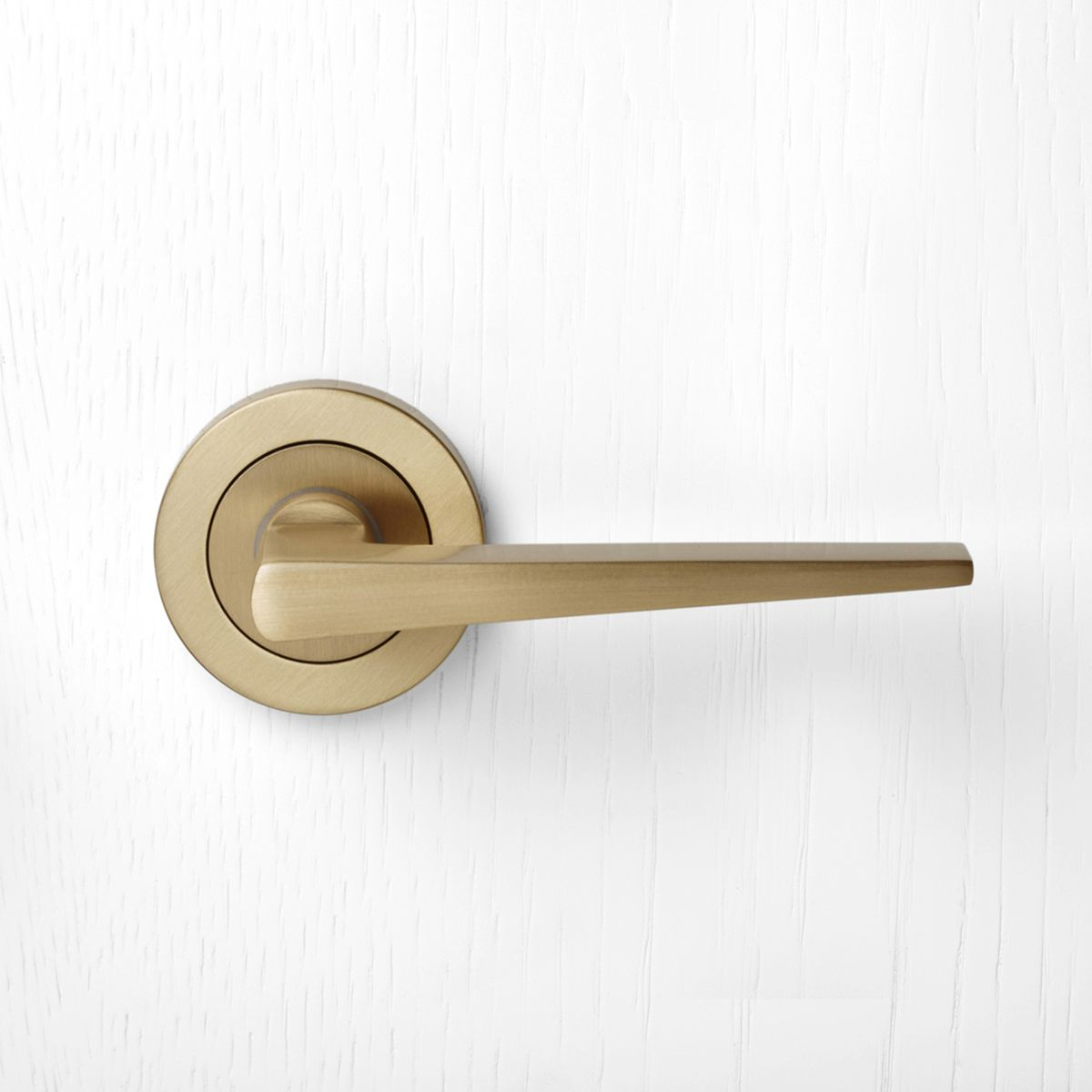 870 Pittella Contemporary Satin Brass Door Handle Pittella Contemporary Interiordesign Satinbrass Do Door Handles Brass Door Handles Door Handles Interior