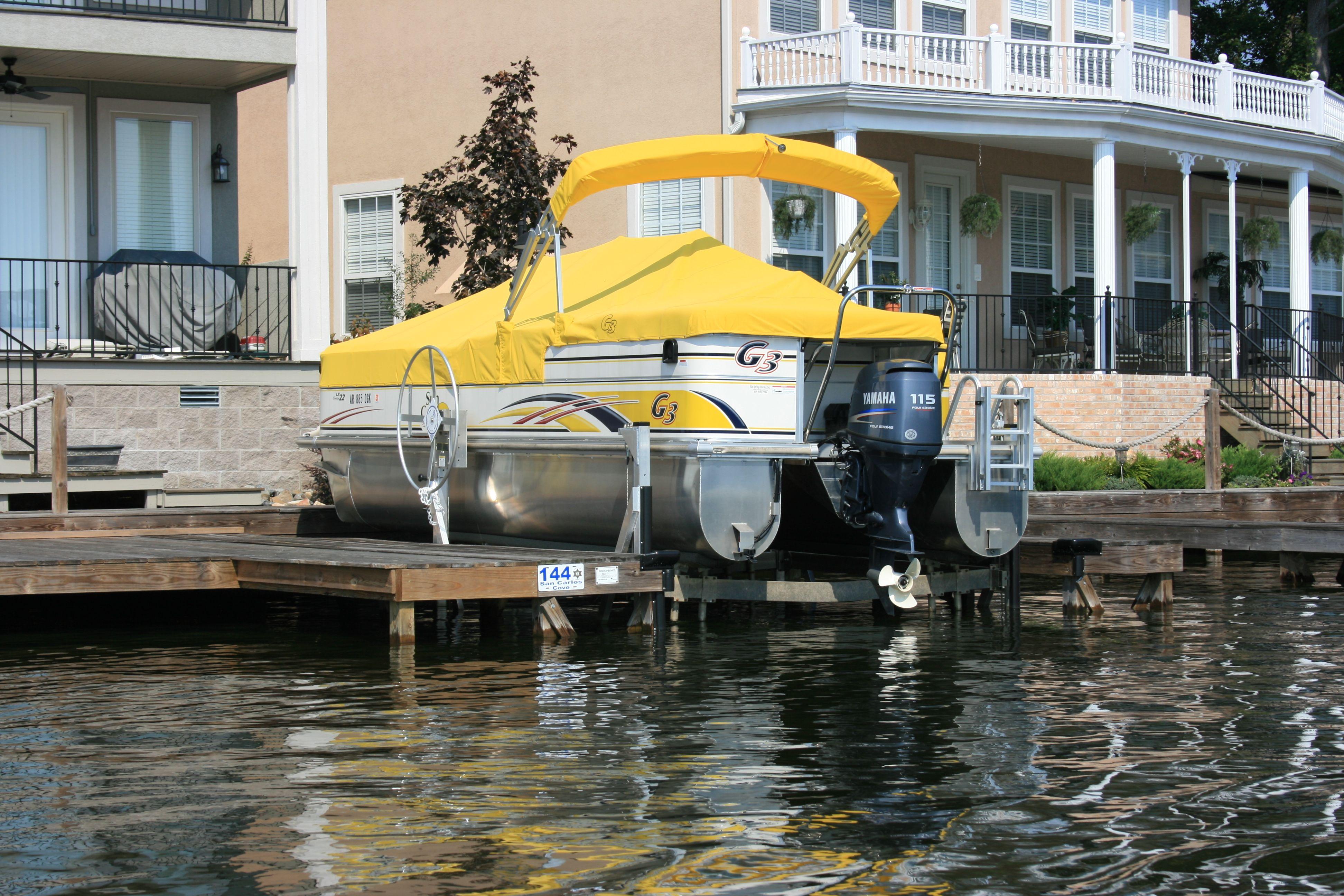 Manual Stand Alone Boat Lift (Williamson Boat Docks Inc.)