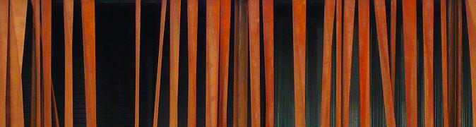 galera protegida por una cortina de laminas verticales de acero corten