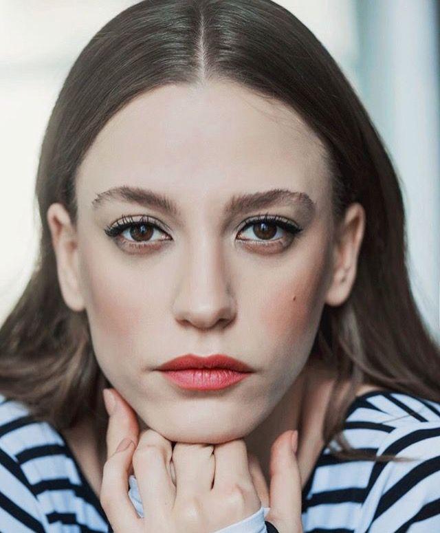 Lux Adli Kullanicinin Aktris Panosundaki Pin Sac Rengi Portre
