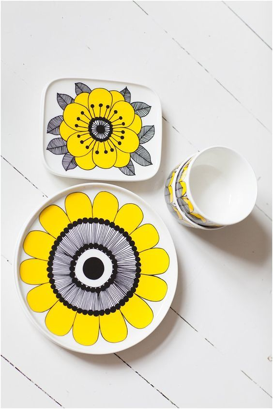 12 Hand Painted Plates Everyone Can Paint Ideas Hand Painted Plates Painted Plates Plates