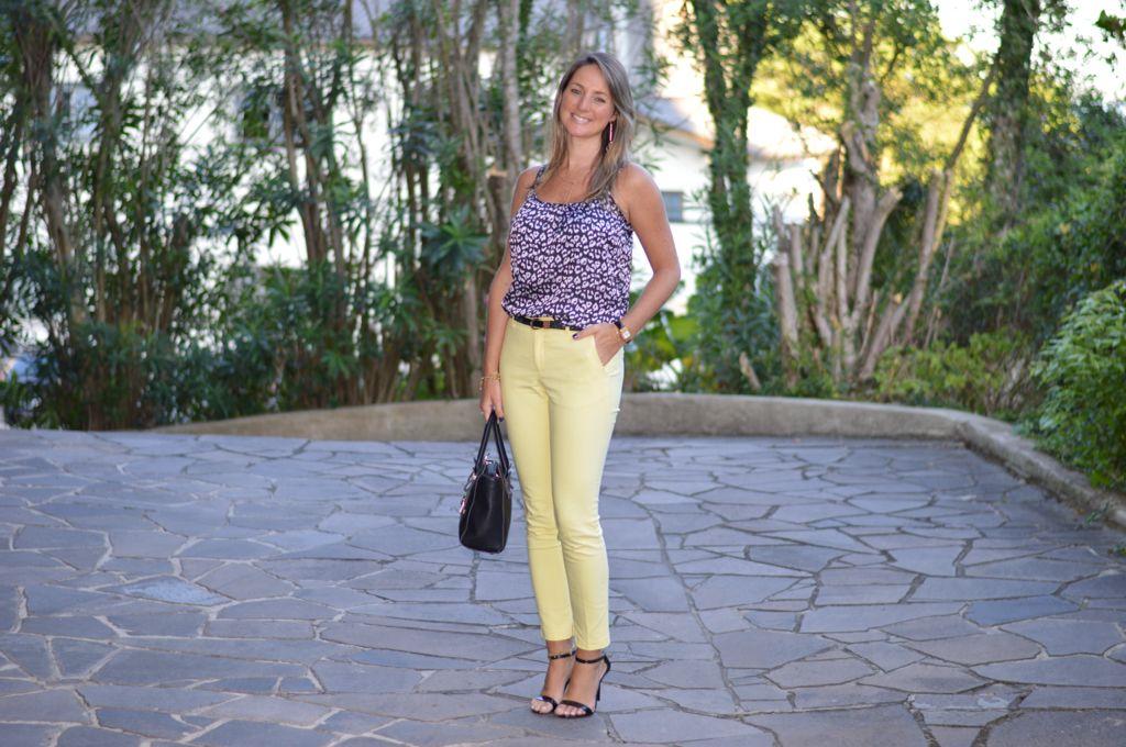 Moda corporativa - look do dia - look de trabalho - look executiva - work outfit - office outfit - look verão - calça amarela - calça social - Yellow pants - blusa peb - preto e branco - black and white