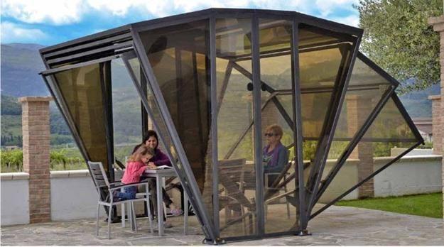 idea de diseño contemporáneo para el estacionamiento cochera con puertas plegables y paneles transparentes