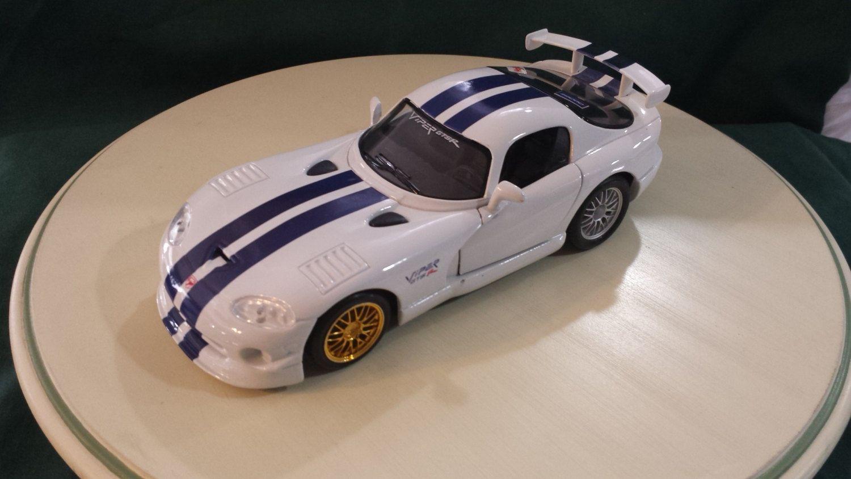 Maisto Dodge Viper GT2 124 scale diecast metal model car
