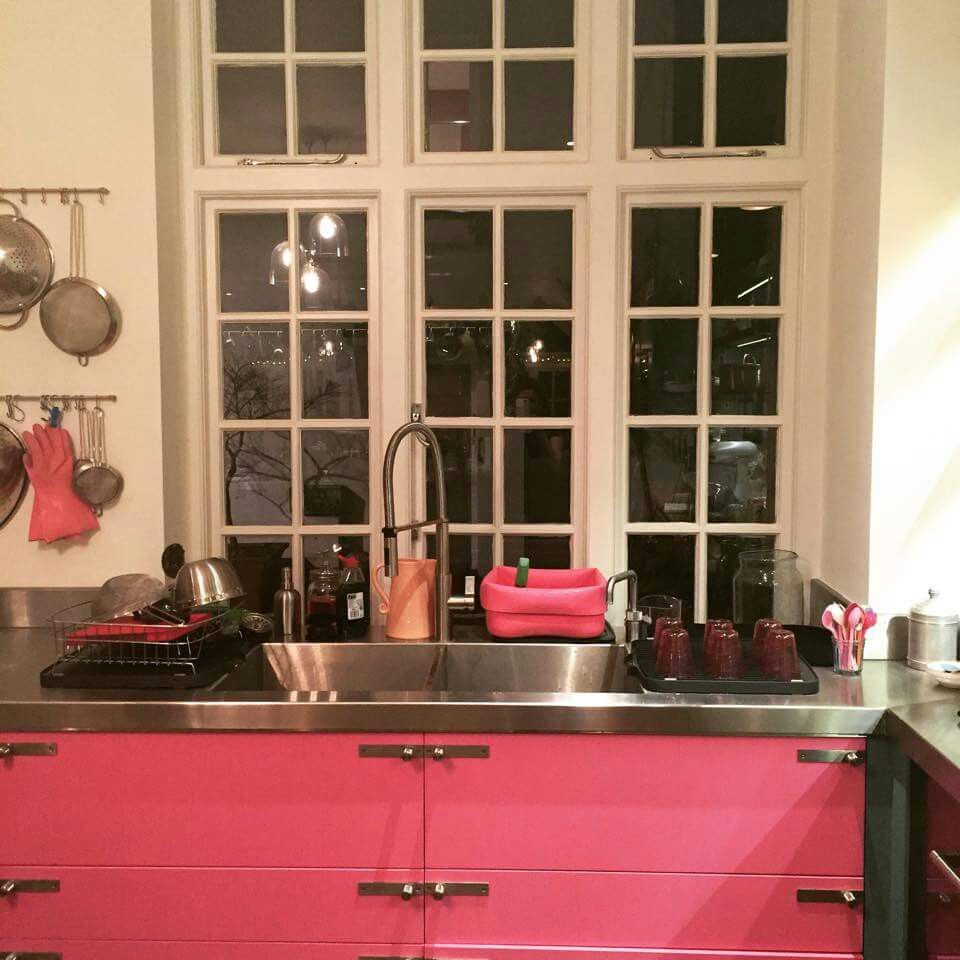 Experts Described Nigella Lawsonu0027s New Pink Sink And Cabinets As U0027braveu0027,  Adding If The Kitchen Was The Handiwork Of Bespoke Designers It May Have  Cost ...