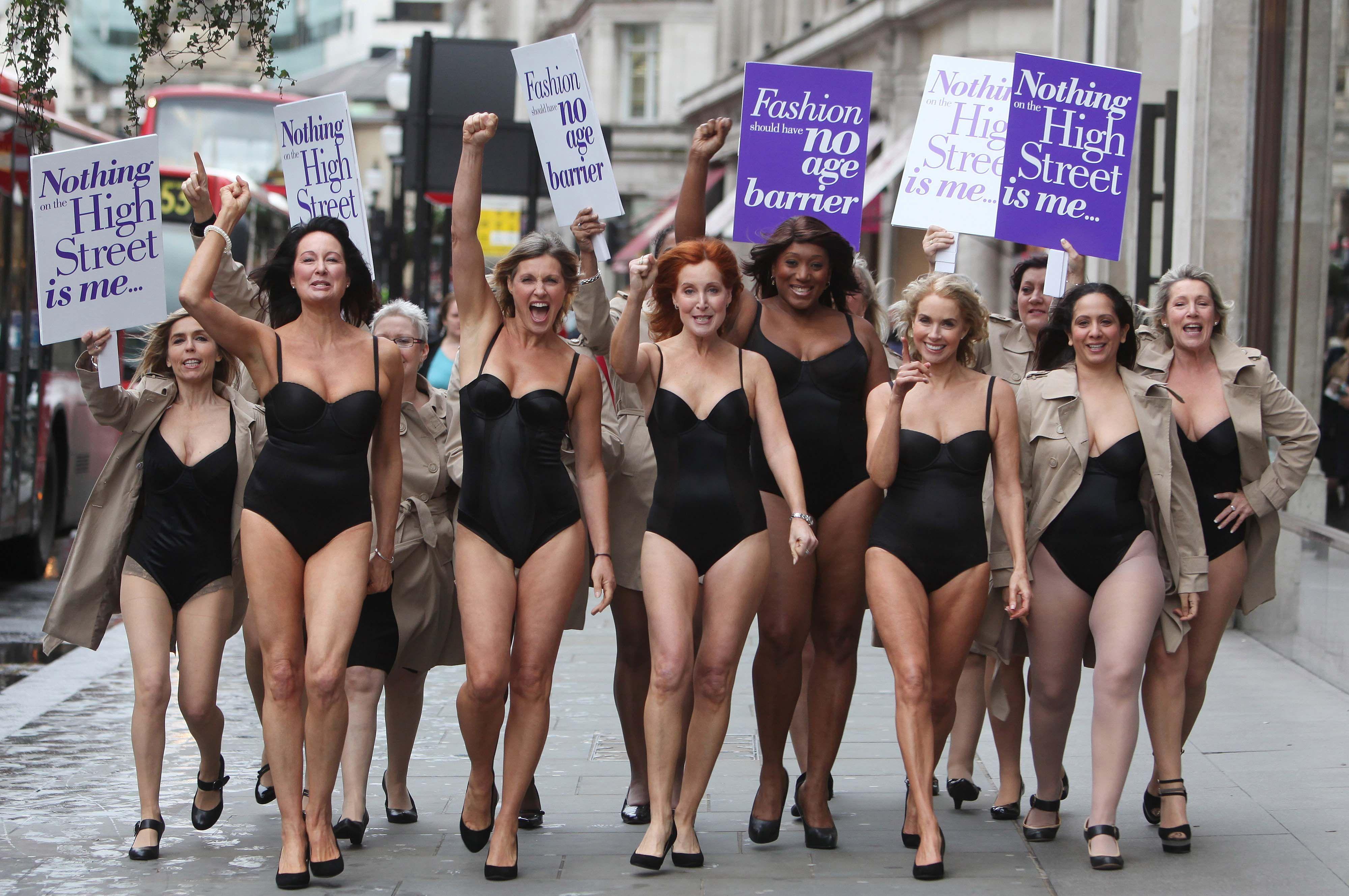 nude women tan line