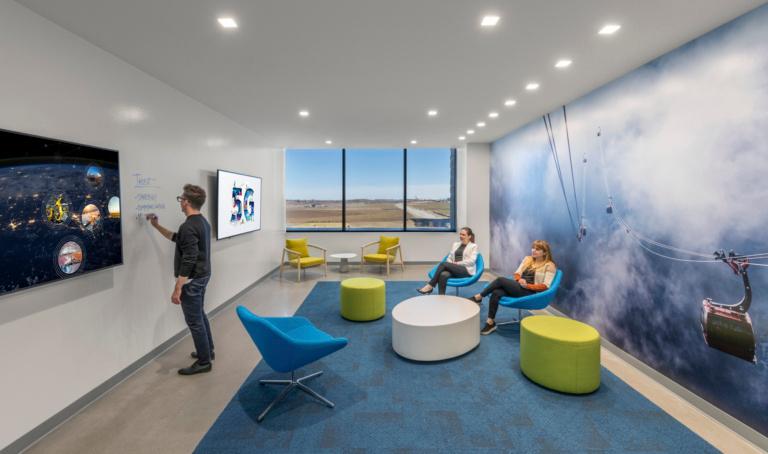 Nokia 3201 Building Cyress Waters Dallas Tx Office Snapshots Office Interior Design Modern Brainstorming Room Interior Architecture Design