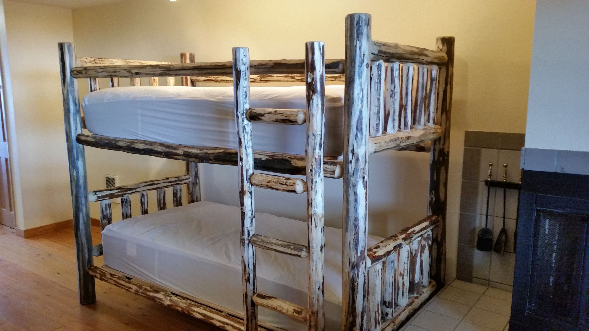 Montana Pioneer Rustic Log Bunk Bed