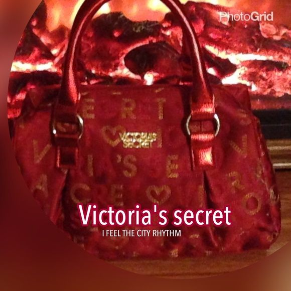 NEW Victoria's Secret Red handbag bag satchel NEW Victoria's Secret Red handbag bag ladies don't be shy to make me an offer if you also bundle with me I give an additional 20% off each item Victoria's Secret Bags Satchels