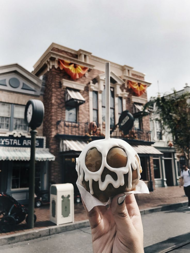 Photo of Disneyland, Disneyland Halloween, Disney Carmel Äpfel, Dineyland Leckereien, Ha …