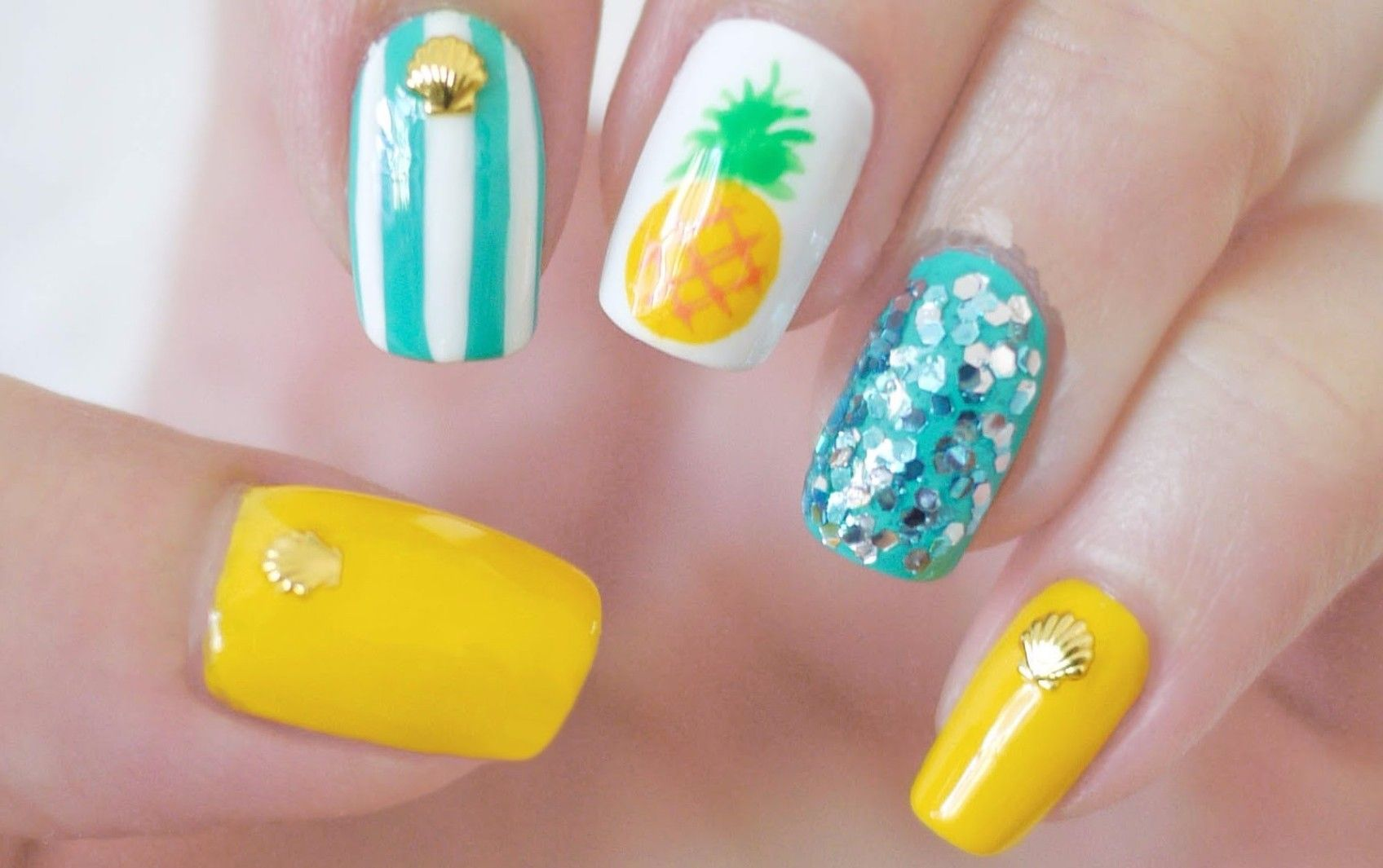 Floral nail art design gives life to your nails by adding white