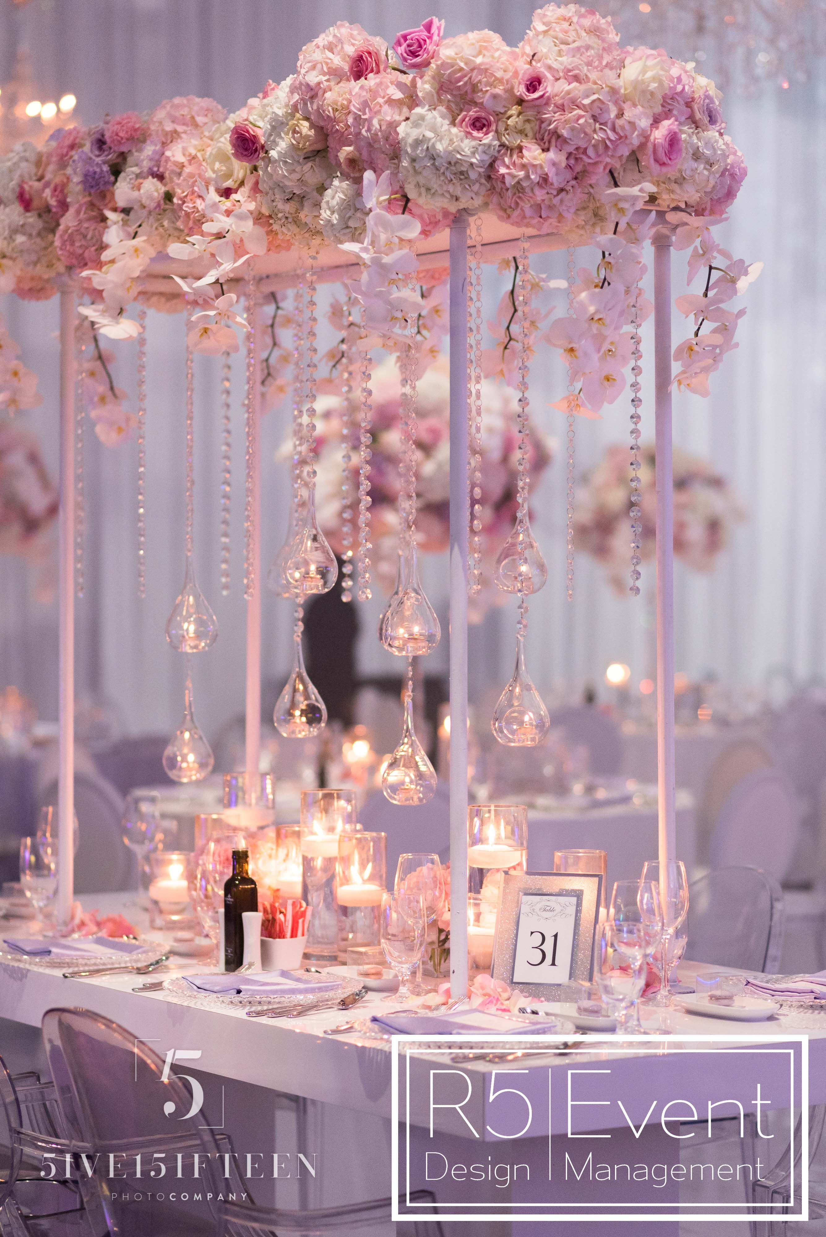 Stunning head table decor by R5 Event Design | A Crystal Dreamscape ...