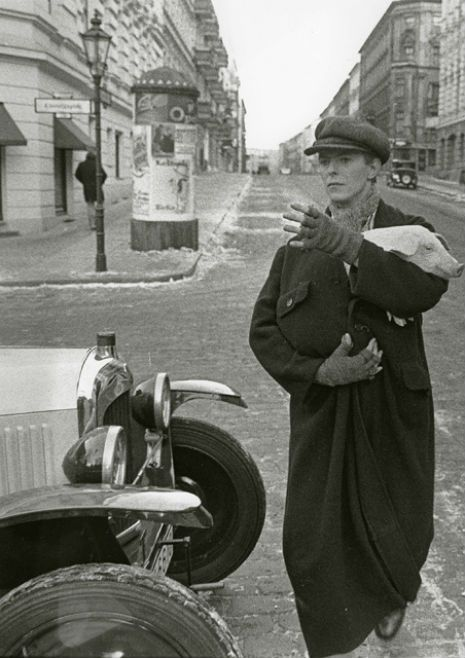 Bowie holding a pig on the set of Just A Gigolo in 1979