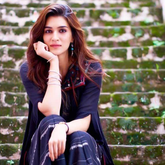Kriti-sanon-most-beautiful-photos, kriti sanon photo gallery, kriti sanon photos hd, kr… | Stylish actresses, Beautiful indian actress, Bollywood actress hot photos