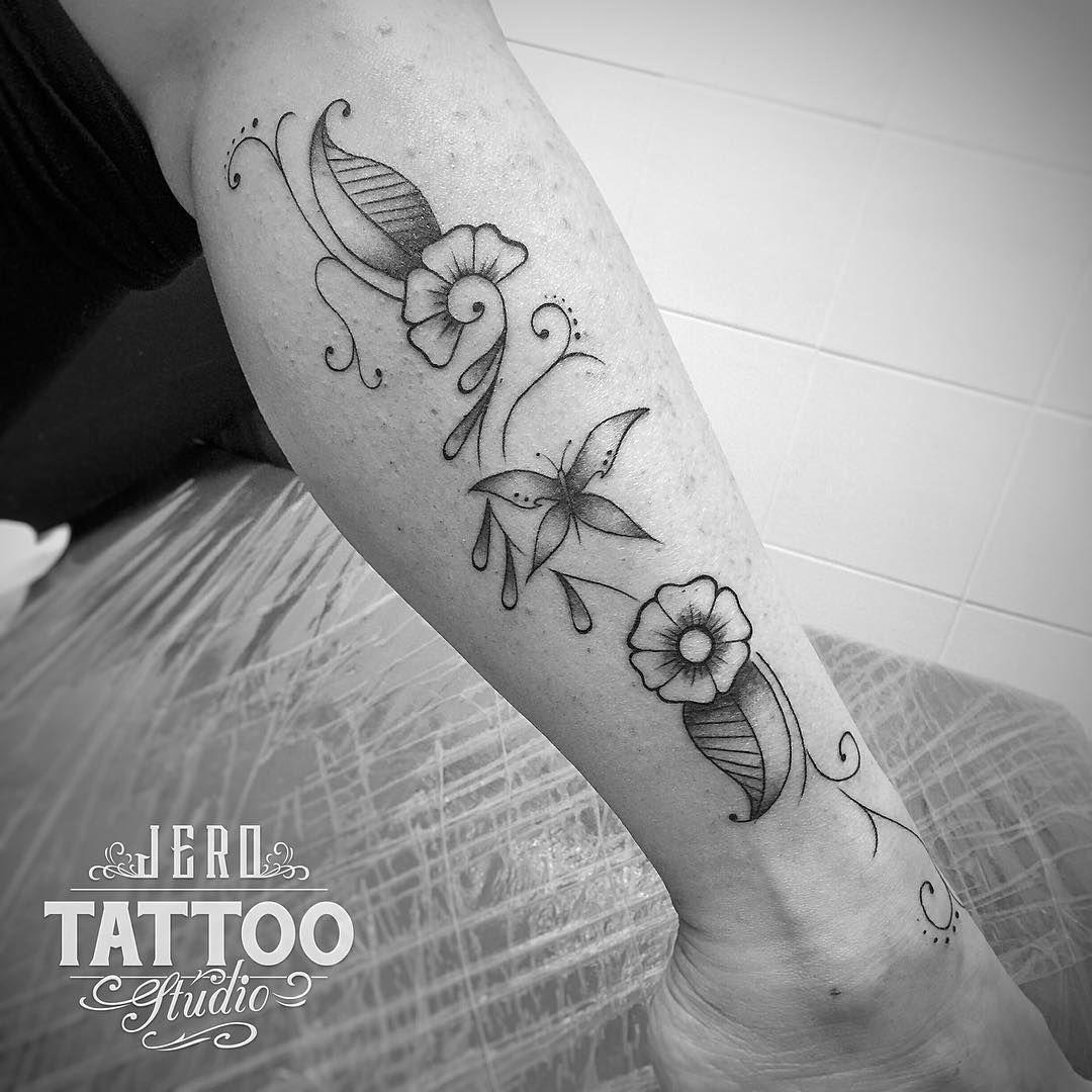 Este tipo de tatuajes en esta zona me encantan, creo que estilizan mucho la pierna... :-) #jerotattoo #tattoo #tatuaje #tattoospain #inked #flourishtattoo #butterfly #butterflytattoo #flowertattoo #hennatattoo