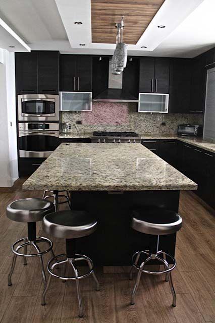 Kuali cocinas cocina roble wengue con top de granito for Cocinas con marmol y granito