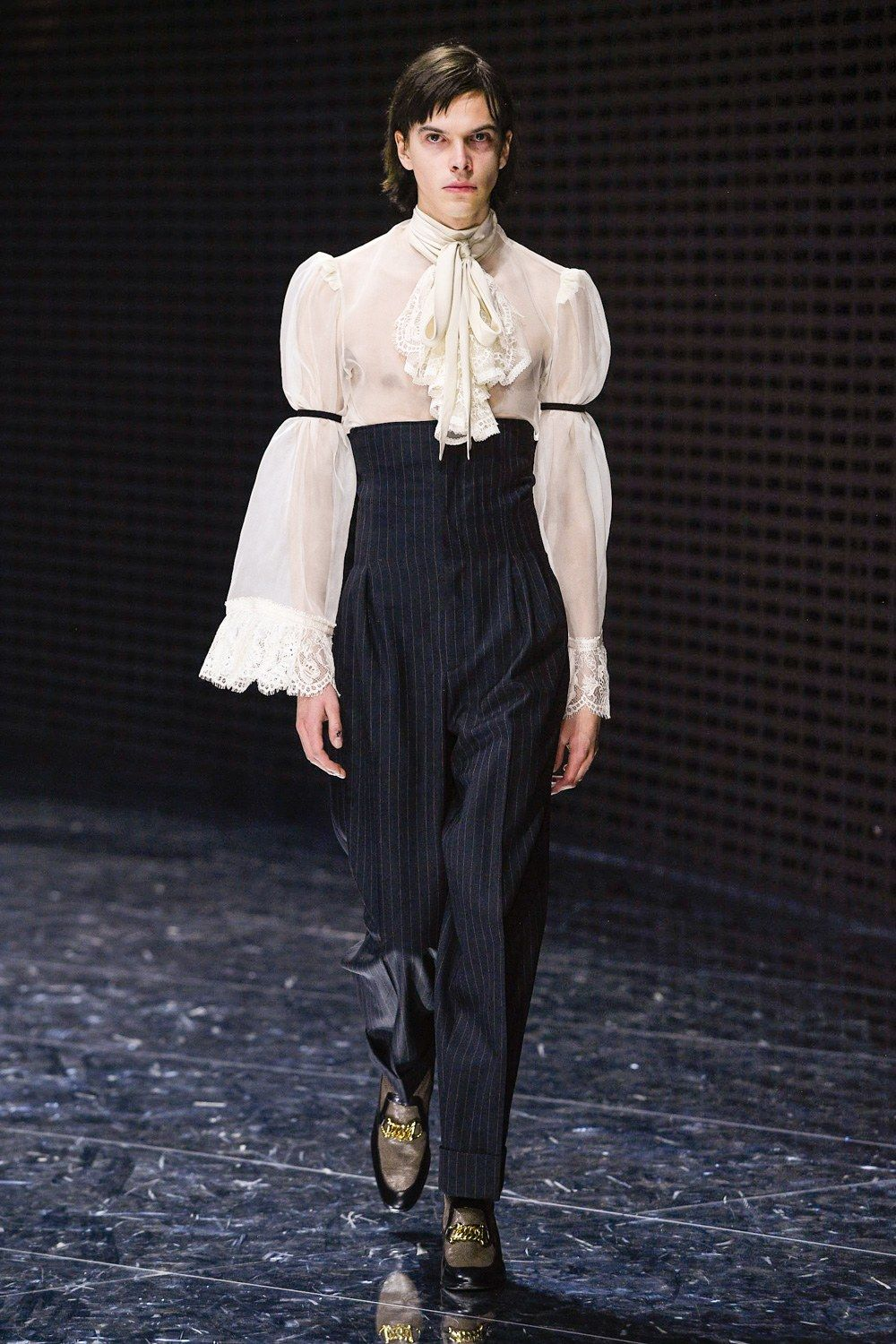01f3bb588 Gucci Fall 2019 Ready-to-Wear Fashion Show in 2019 | Gucci Couture ...