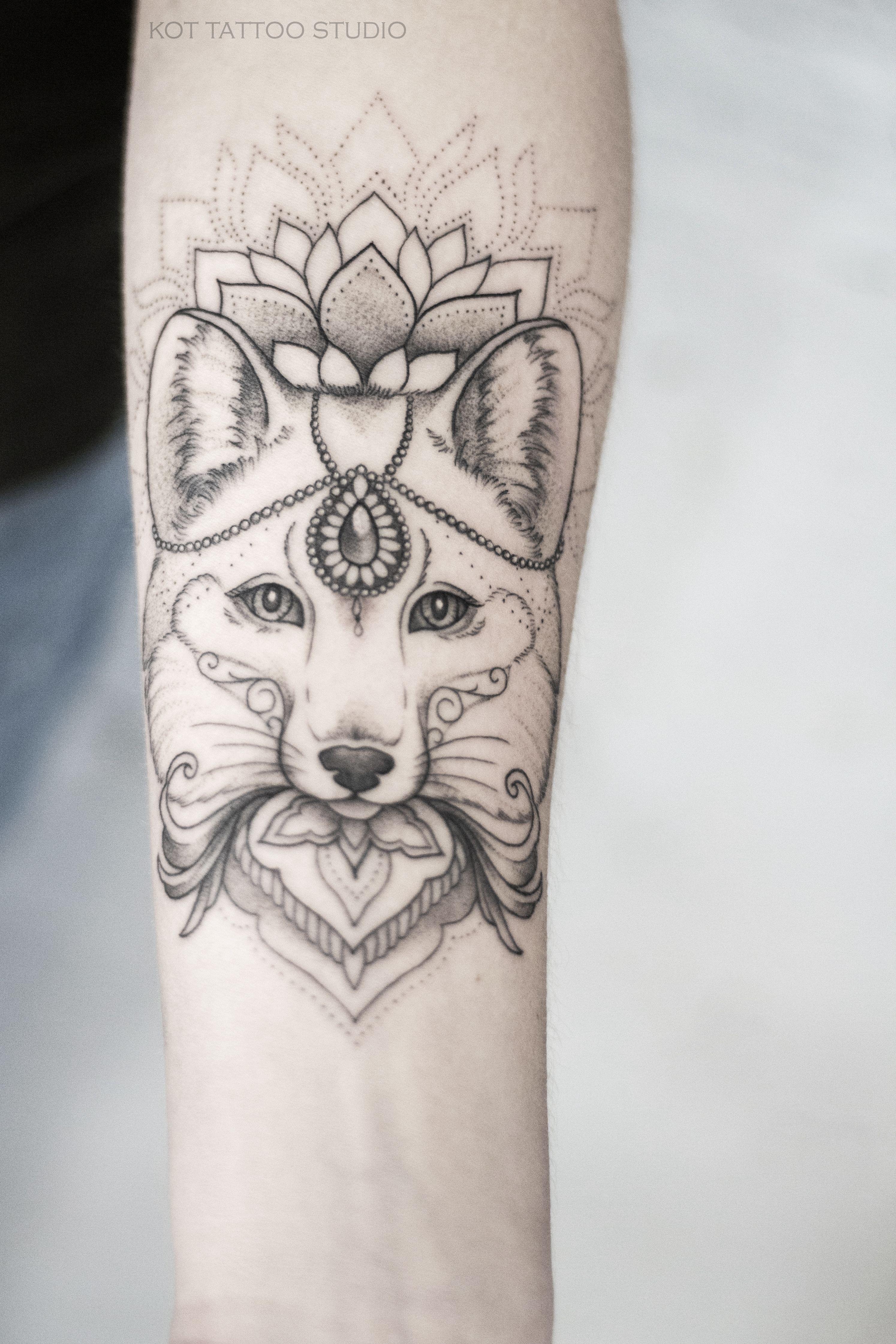 работа для девушки с татуировками
