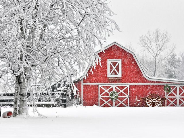 10 Beautiful Snow-Covered Barn Photos | Christmas Decorations ...