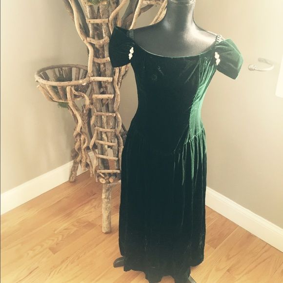 Rich delicious green velvet dress This is the most beautiful shade of emerald green, combined with rhinestones. Old-fashioned size 10, which translates to small. New with tags. Bust 34 inches, waist 30 inches open hip, length 48 inches. Vintage Dresses Midi
