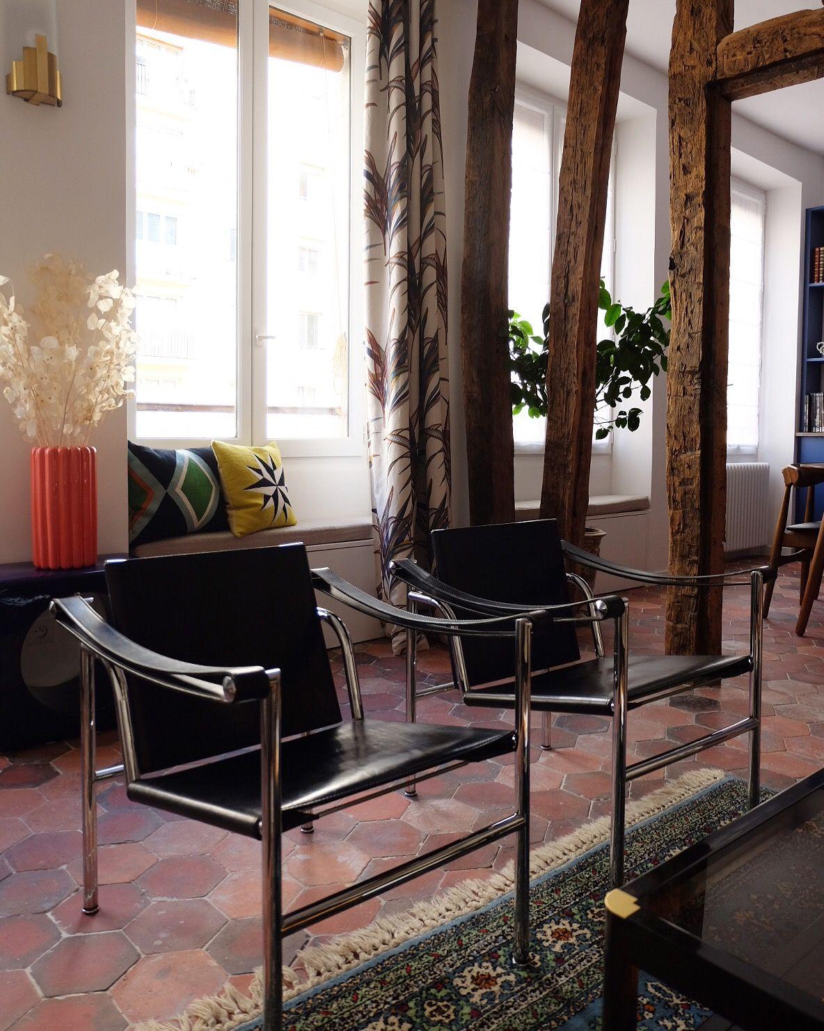 Renovation A Paris Amelie Colombet Inhale L Agence Poutres Tomettes Tomette Poutre Agence