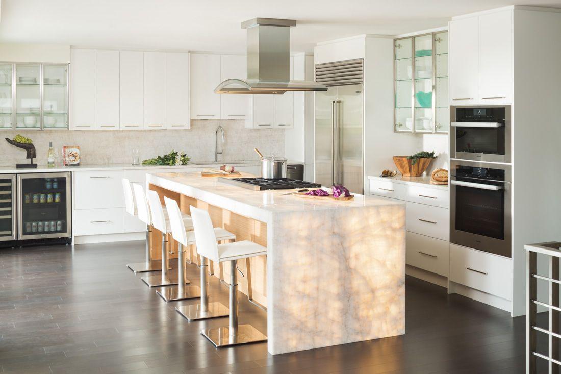 Backlit Onyx Kitchen Island With Waterfall Countertop Gorgeous Kitchens Kitchen Design Onyx Kitchen