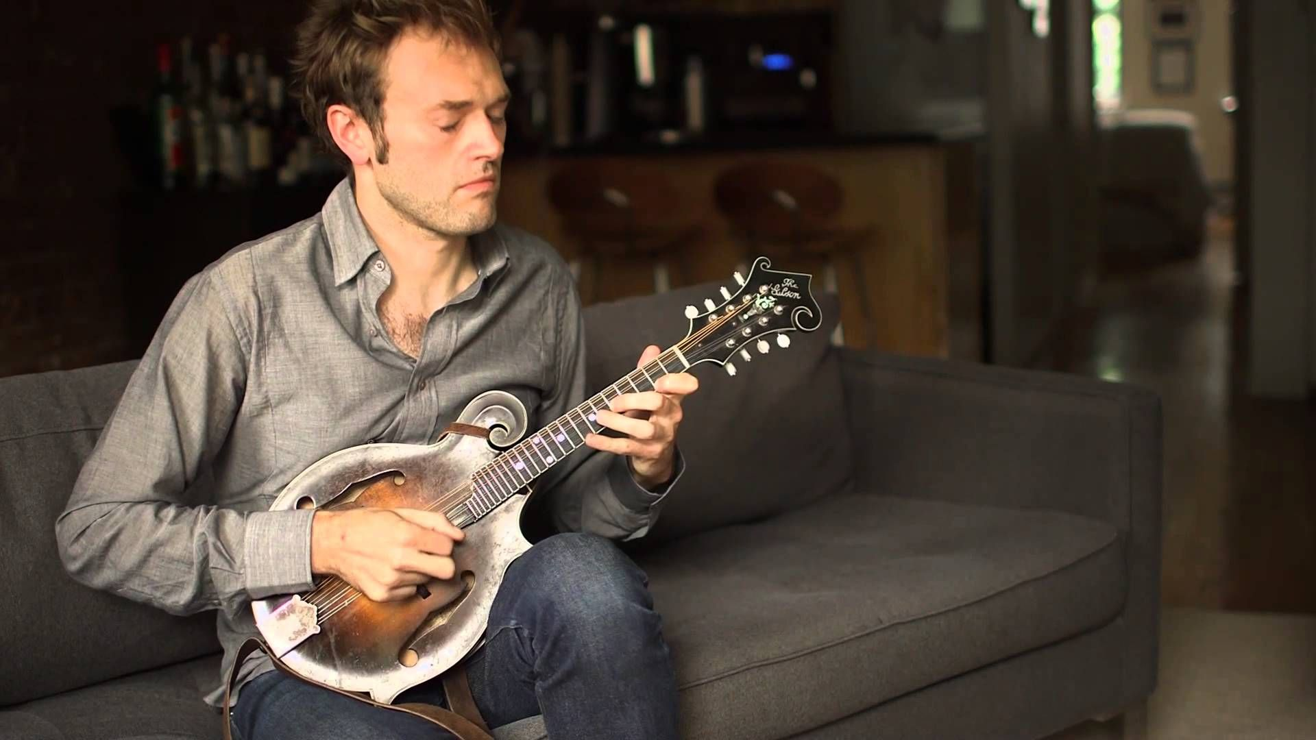 """Chris Thile. Bach: Sonata n. 1 in G Minor, BWV 1001 