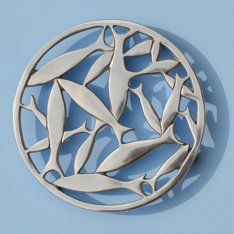 Exceptionnel Hand Cast Circular Aluminium Hot Plate Trivet With A Circular Shoal Of Fish  Pattern. Complete