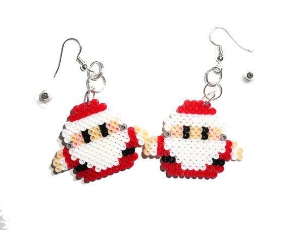 Ähnliche Artikel wie Santa Claus Ohrringe, Pixel-Schmuck, Perler Perlen Ohrringe, Hama Perlen Ohrringe, Pixel Ohrringe baumeln Ohrringe, Ohrhänger, Weihnachten auf Etsy