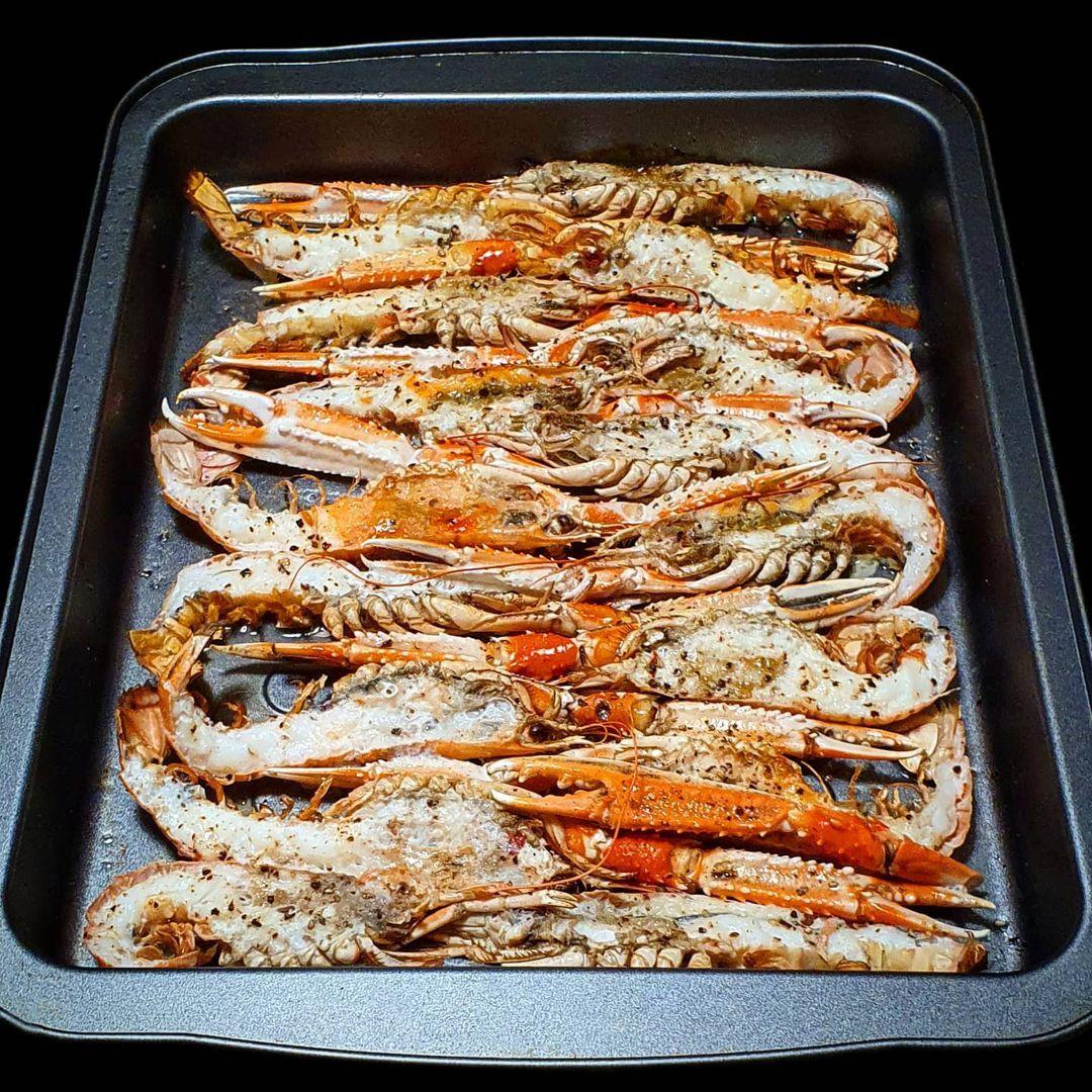 Mpaletgo Escamarlans Al Forn Cigalas Al Horno Baked Crayfish Os Apetecen Unas Cigalas Hoy Me Grill Pan Pan Grilling