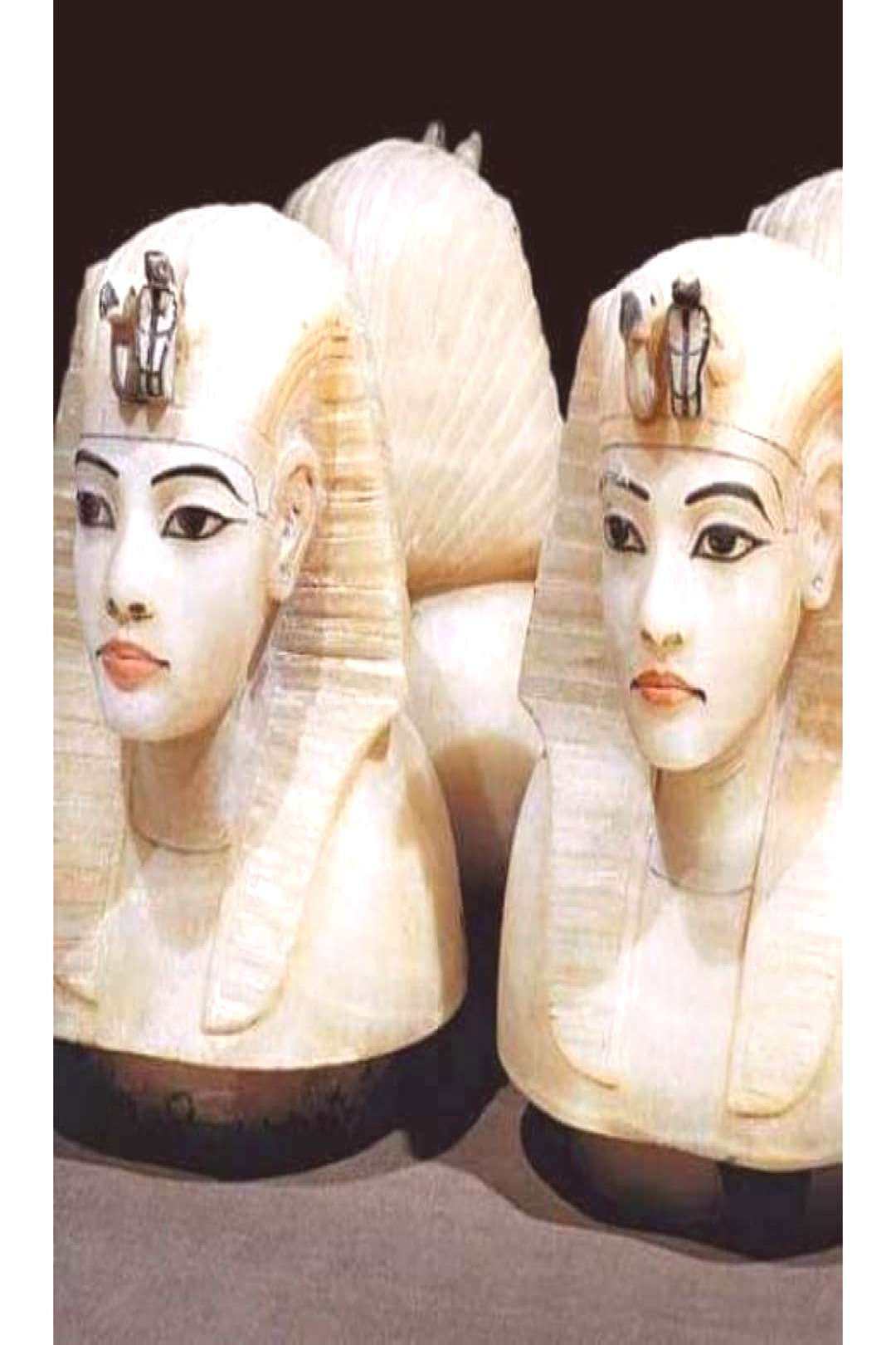 The canopic jars of king tutankhamun They put in it the viscera o
