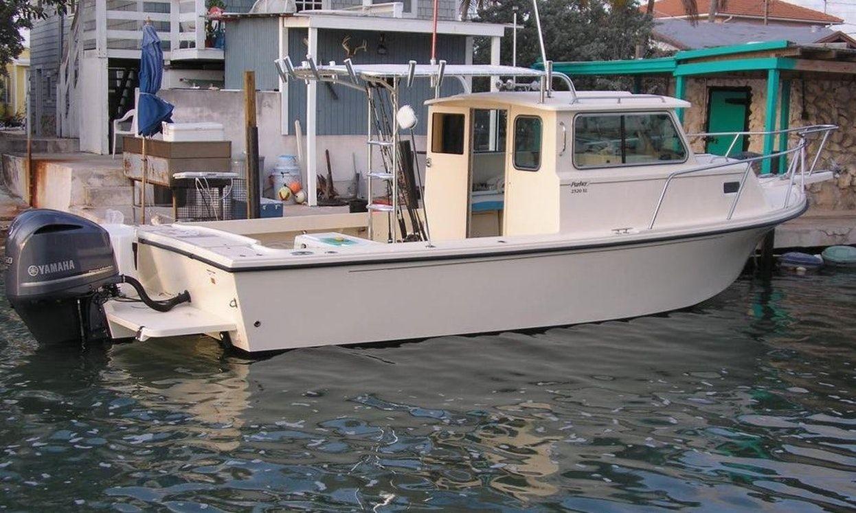 26ft Sport Cabin Parker Fishing Boat In Marathon Florida Small Fishing Boats Ocean Fishing Boats Fishing Boat Accessories