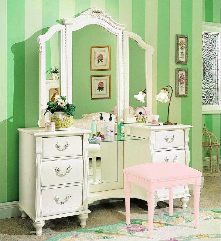 Victorian Style Vanity Bedroom I Have This Exact One Bedroom Vanity Set White Bedroom Vanity Bedroom Vanity