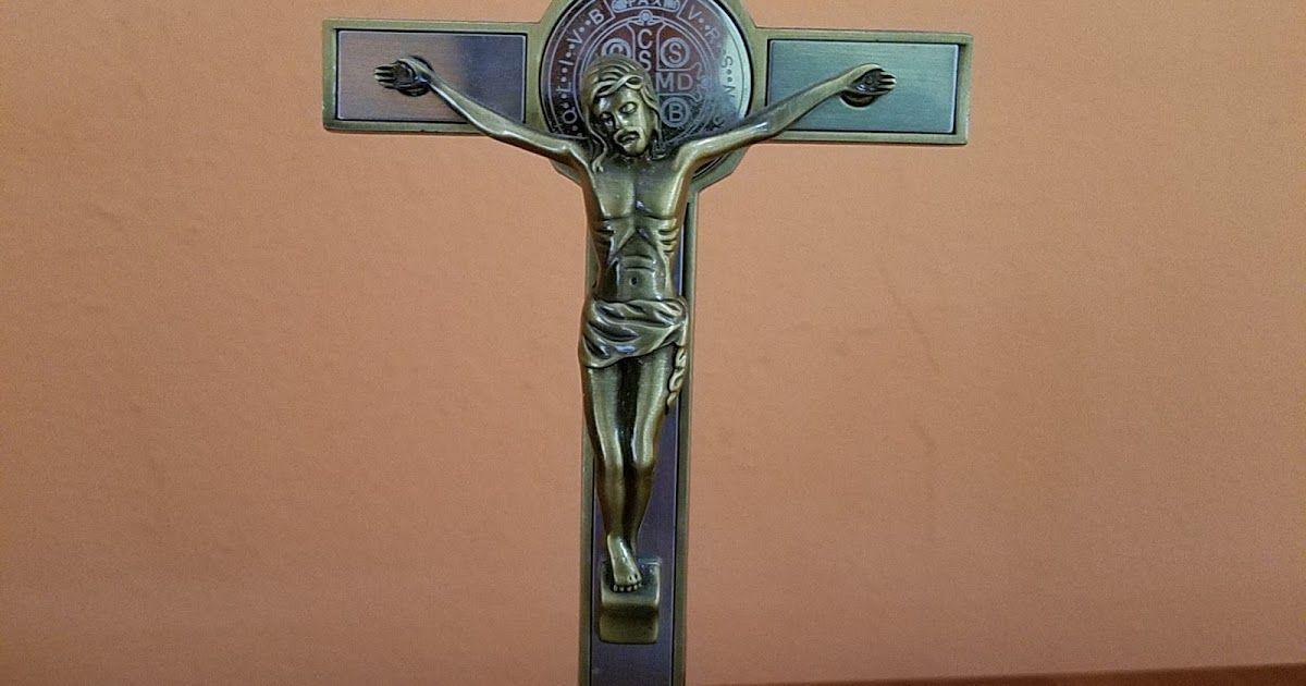 Medalla De San Benito Protección Contra La Magia Negra Brujería Infestación Demoniaca Sacerdote Bene San Benito Medallas De San Benito Oración A San Benito