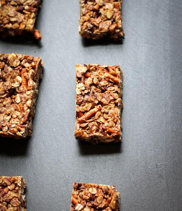 Dark Chocolate Pretzel Granola Bars | 23 Delicious DIY Granola Bar Recipes