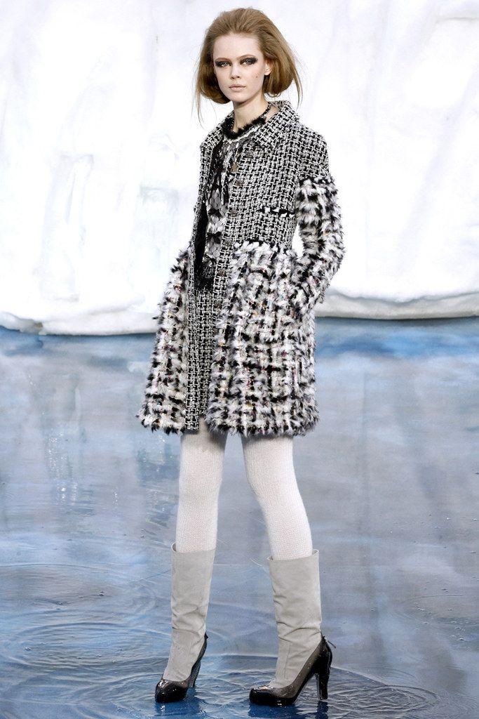Chanel Fall 2010 Ready-to-Wear Fashion Show - Frida Gustavsson (IMG)