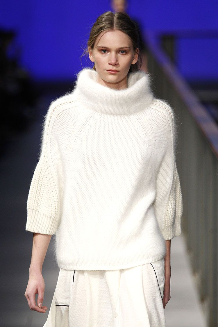 080 Barcelona Fashion Week. Sita Murt 'PUR' Colletion AW12/15. Gorgeous kitcwear work with a clean colour and timeless cut.