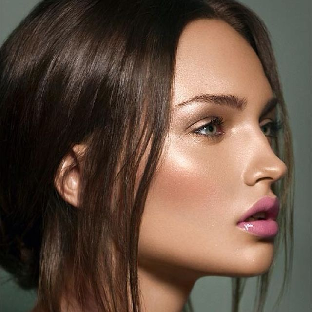 NARS Copacabana underneath foundation mixed with a few drops of Photoshop. Wish I could wake up like this.