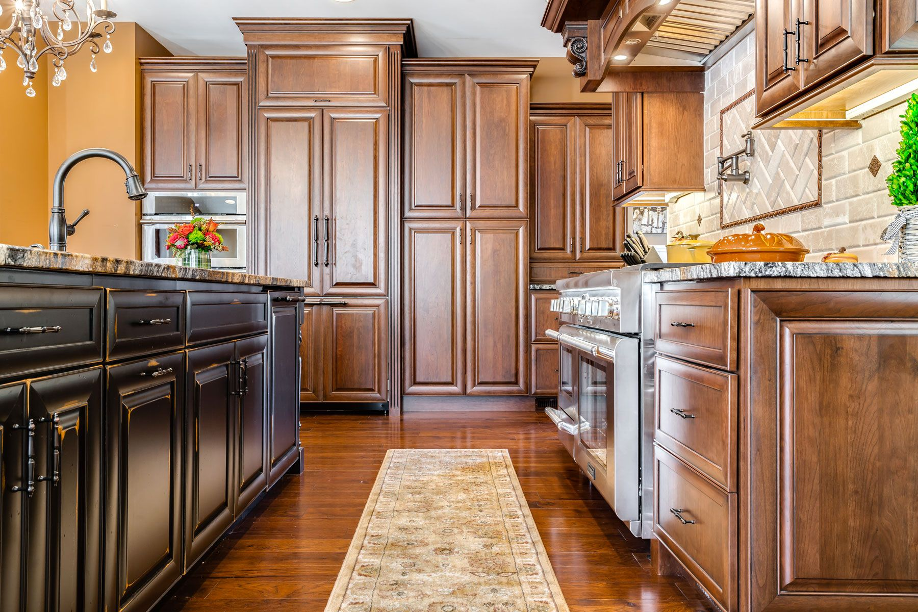 Looking For Some Beautiful Starmark Cabinets Contact Us Today Kitchencabinets Kithenremod Cherry Cabinets Kitchen Kitchen Cabinets Kitchen Cabinet Colors