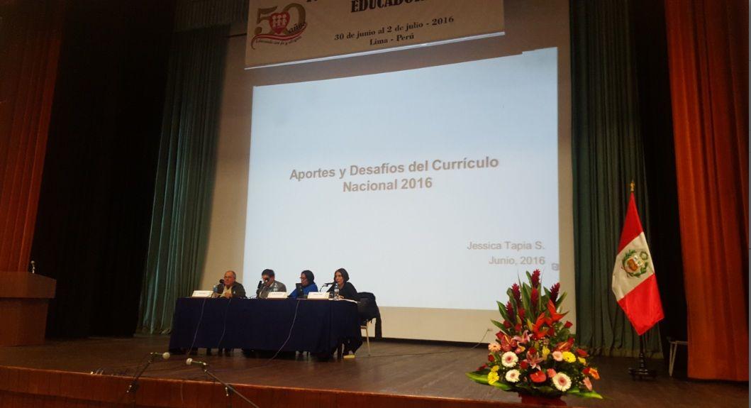 Teresa Clotilde Ojeda Sánchez: Conversatorio: Visión de nuevo Currículo Nacional....