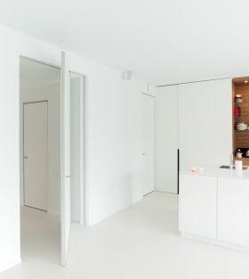 Moderne pivoterende deur met excentrisch draaipunt zonder inbouw in de vloer