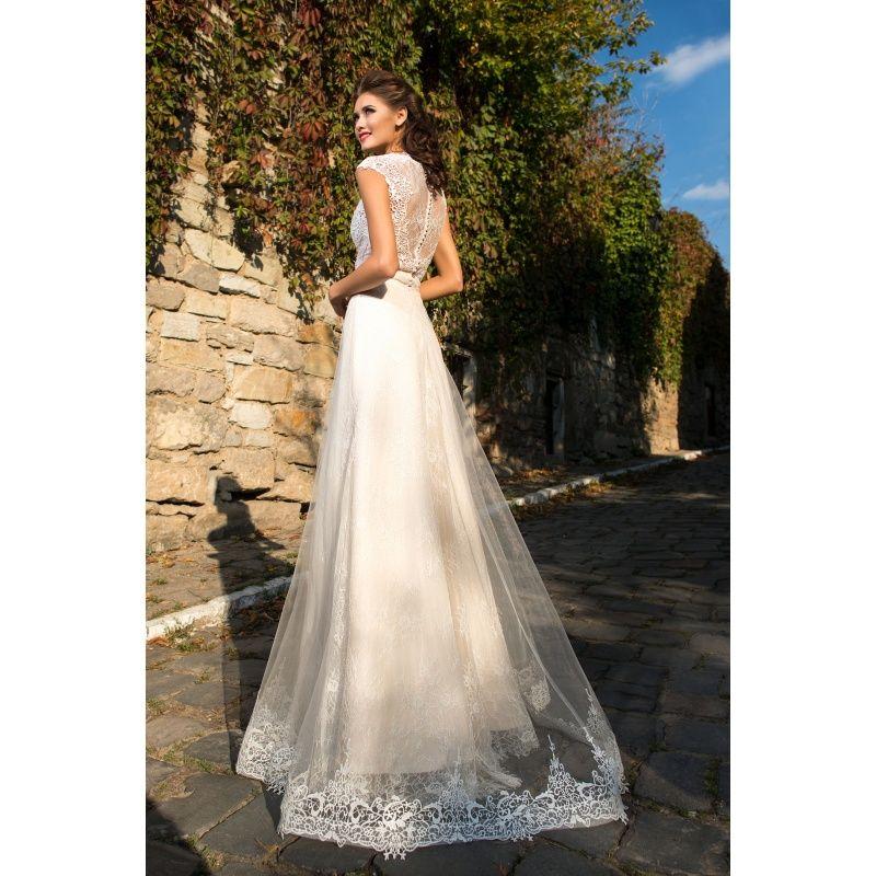 67c538bb22a6 Rida - honosné svadobné šaty s priehľadnou časťou na živôtiku s krátkymi  rukávmi a organzovou zdobenou