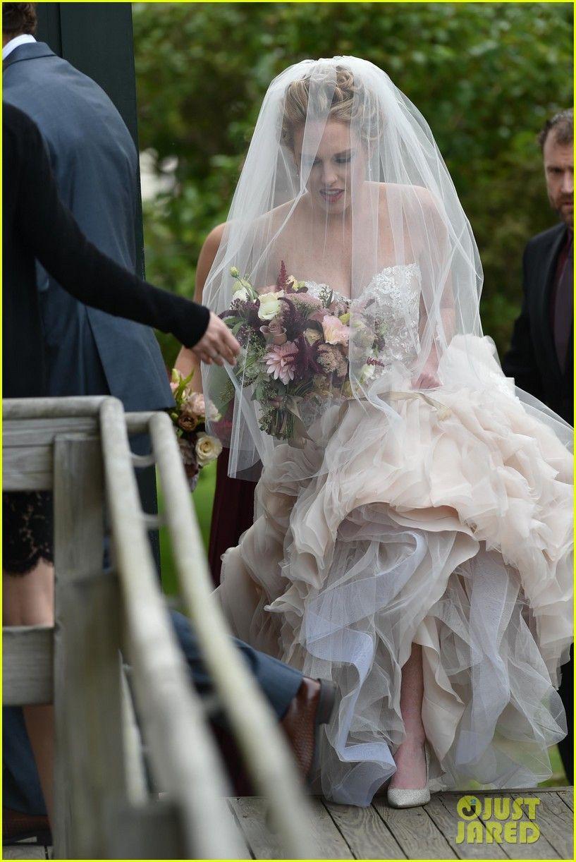 Taylor Swift Holds Bff Abigail Anderson S Dress At Her Wedding Photos Wedding Wedding Dresses Essense Of Australia Wedding Dresses