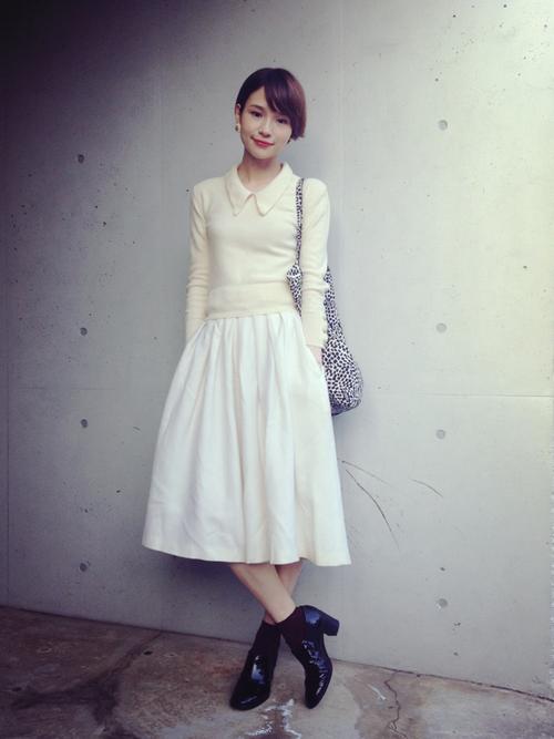 スカートを使った珠里亜さんのコーディネートです。│モノクロの気分。トップス:sonia...
