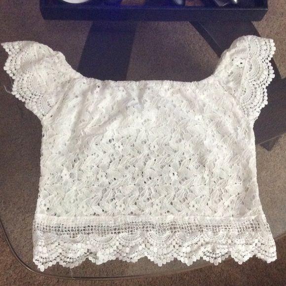 White lace crop top NWOT Tops Crop Tops