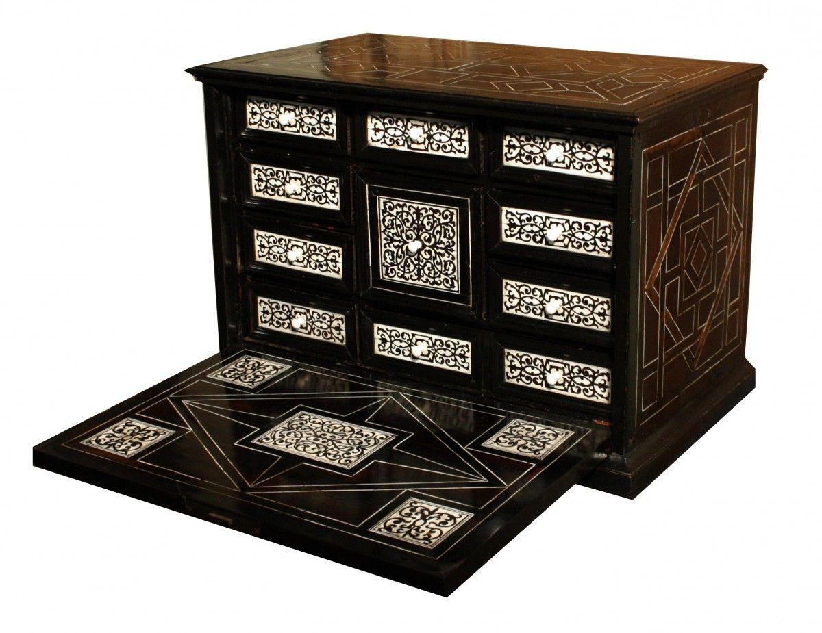 Antiquites Et Objets D Art Cabinet D Epoque Xviie Siecle Mis En Vente Par Antiquites Promenade Ref 67180 Ce Pr Marqueterie Boites Anciennes Xviie Siecle