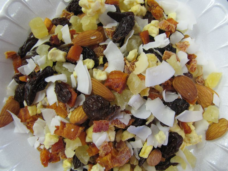 10 Cheap and Easy DIY Trail Mixes