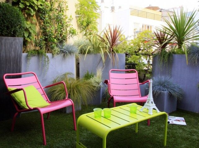 Terrasse colorée avec mobilier de #jardin #Luxembourg #Fermob www ...